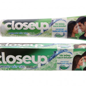 Kem đánh răng Closeup bạc hà thơm mát bất tận (230g)